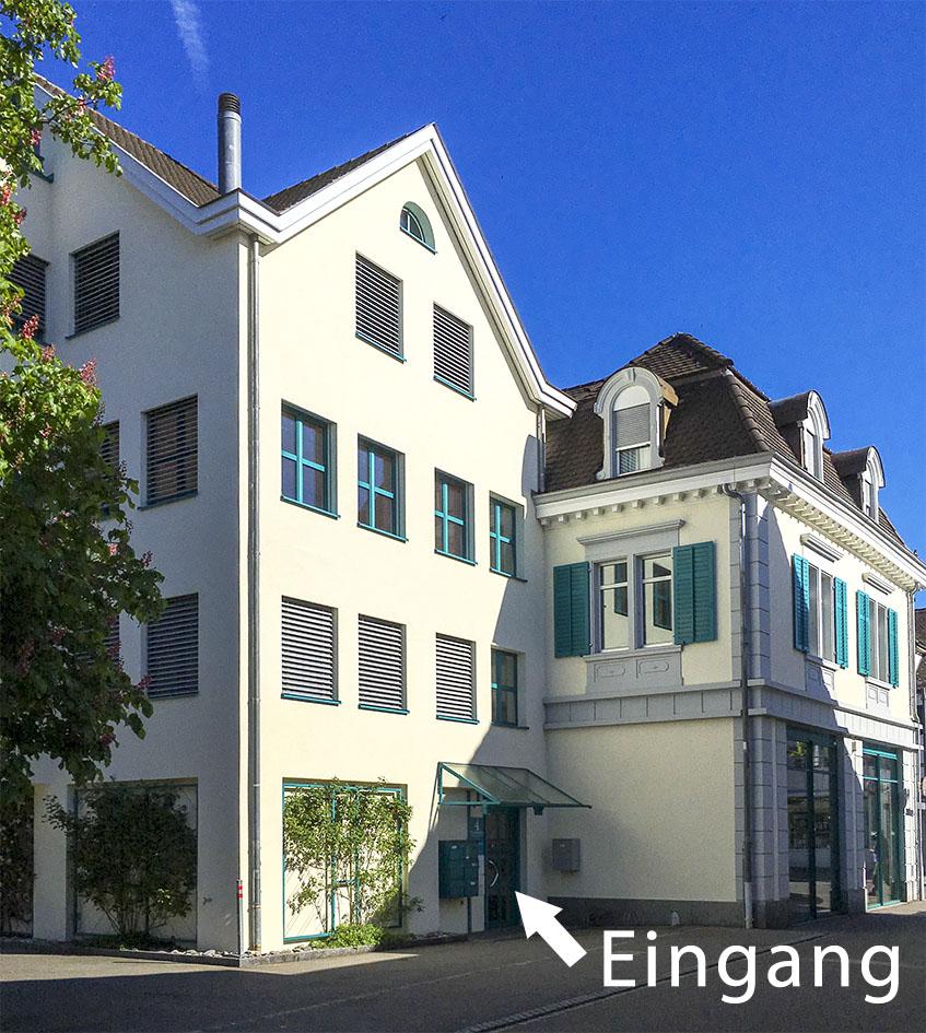 Anreise: Freiestrasse 4, 8610 Uster: Eingang zum Beratungsraum von Stina Steiner-Sondheimer und Eugen Steiner in Uster an der Braschelergasse